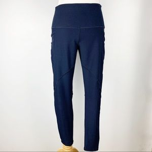 Navy yoga pants with 3 pockets